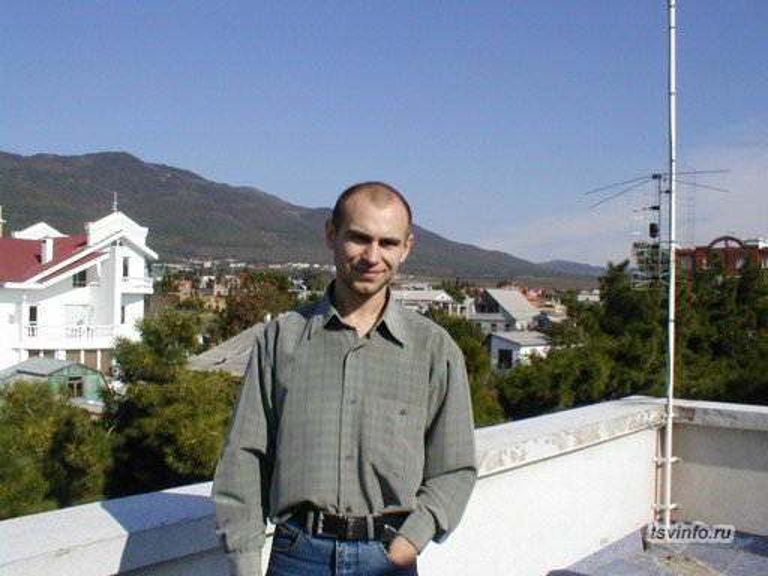 Вид на горы с крышы фирмы, Геленджик