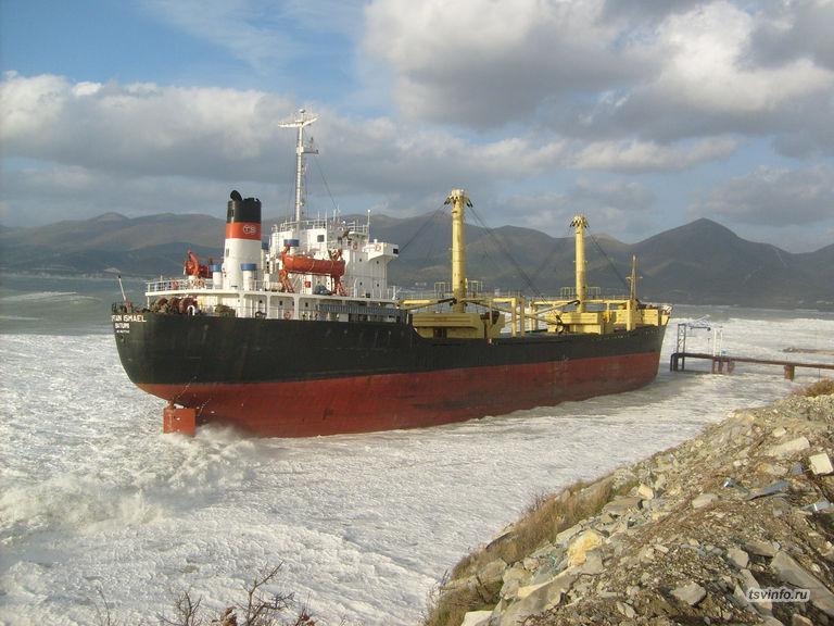 Корабль на мели рядом с Надеждой