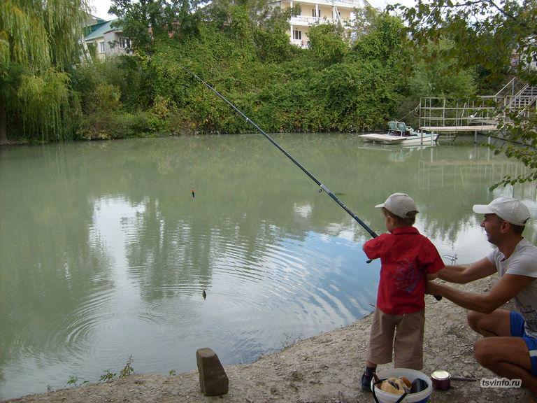 Племянник учится ловле