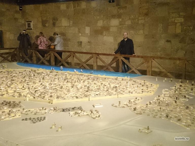 Макет средневекового Гезлева, Музей крепостных ворот
