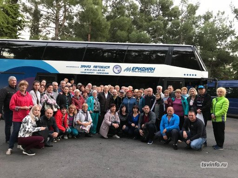 Все участники турпоездки, Ялта
