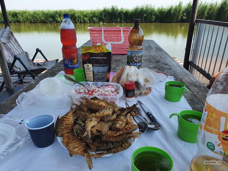 Обед с жаренной рыбой