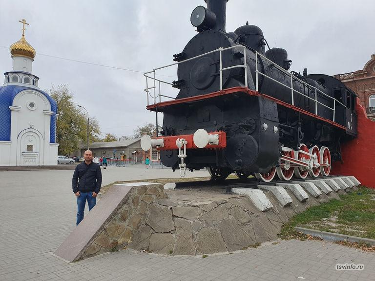 Поезд на ж/д вокзале Таганрог-2