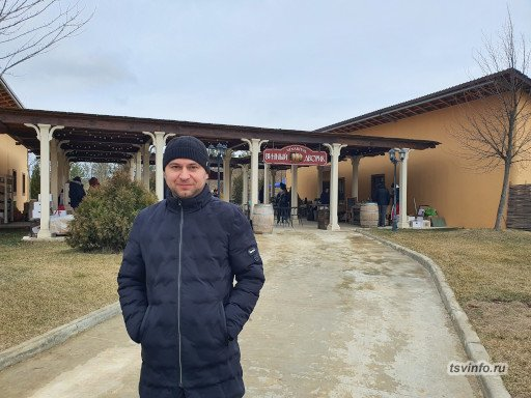Винный дворик
